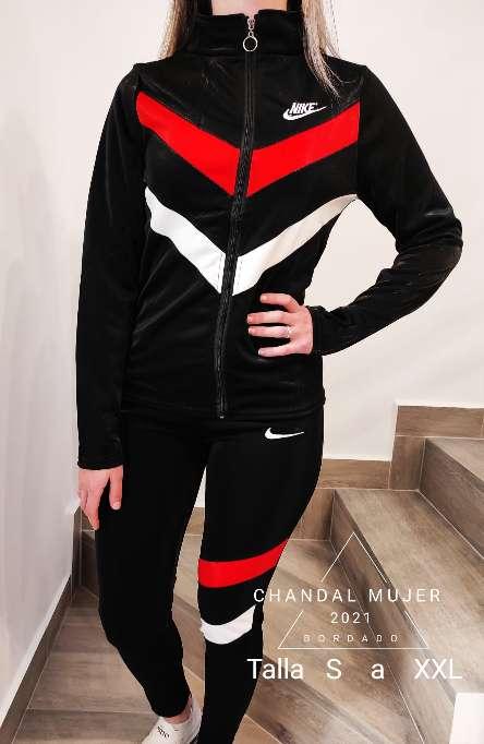 Imagen chándal Nike de mujer