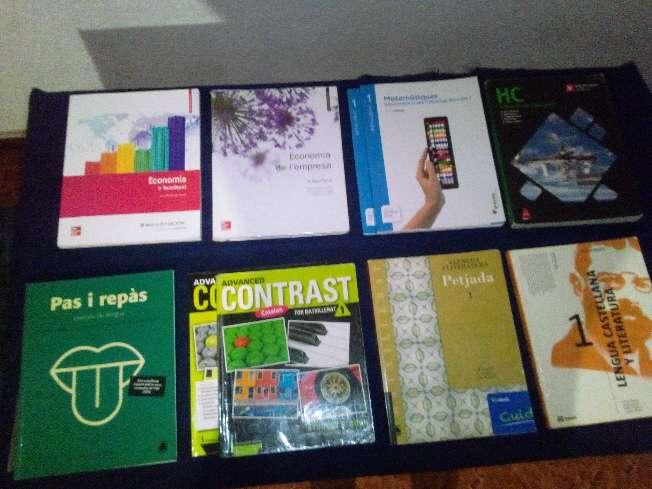 Imagen se venden libros de primero de bachillerato .