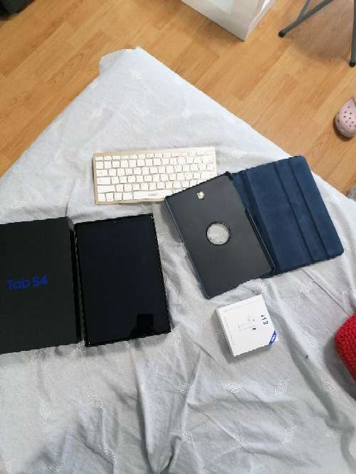 Imagen Tablet sangsung galaxi tap s4 y Nintendo swish