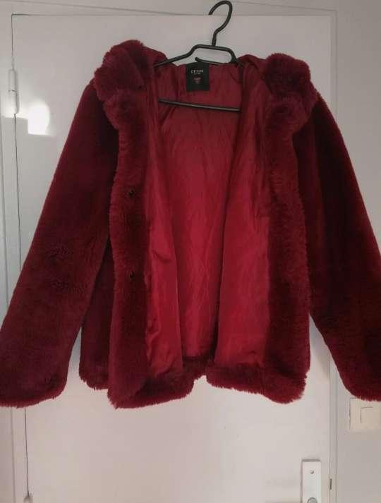 Imagen Abrigo de pelo guess rojo burdeos