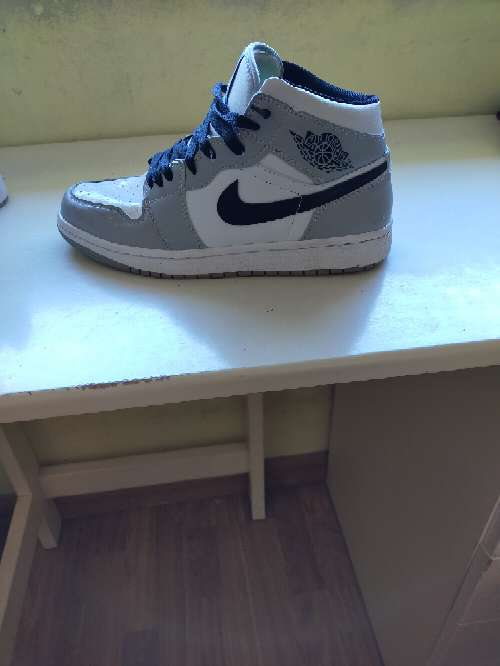 Imagen Nike Air Jordan 1 mid Light Smoke grey