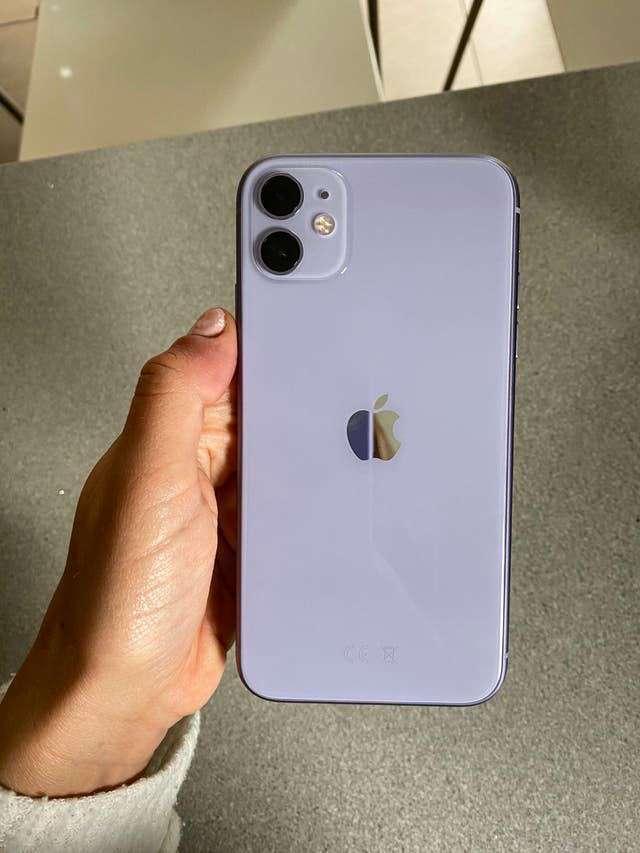 Imagen iPhone 11 morado violeta