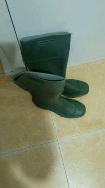 Imagen vendo botas de agua profesionales pie 43 A ESTRENAR