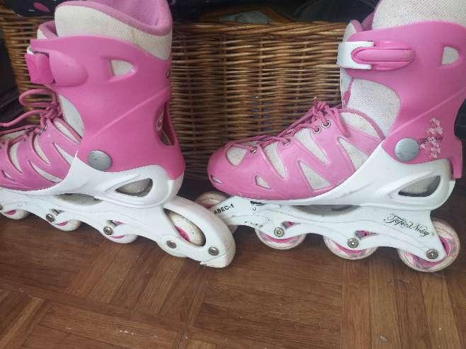 Imagen patines niña-mujer