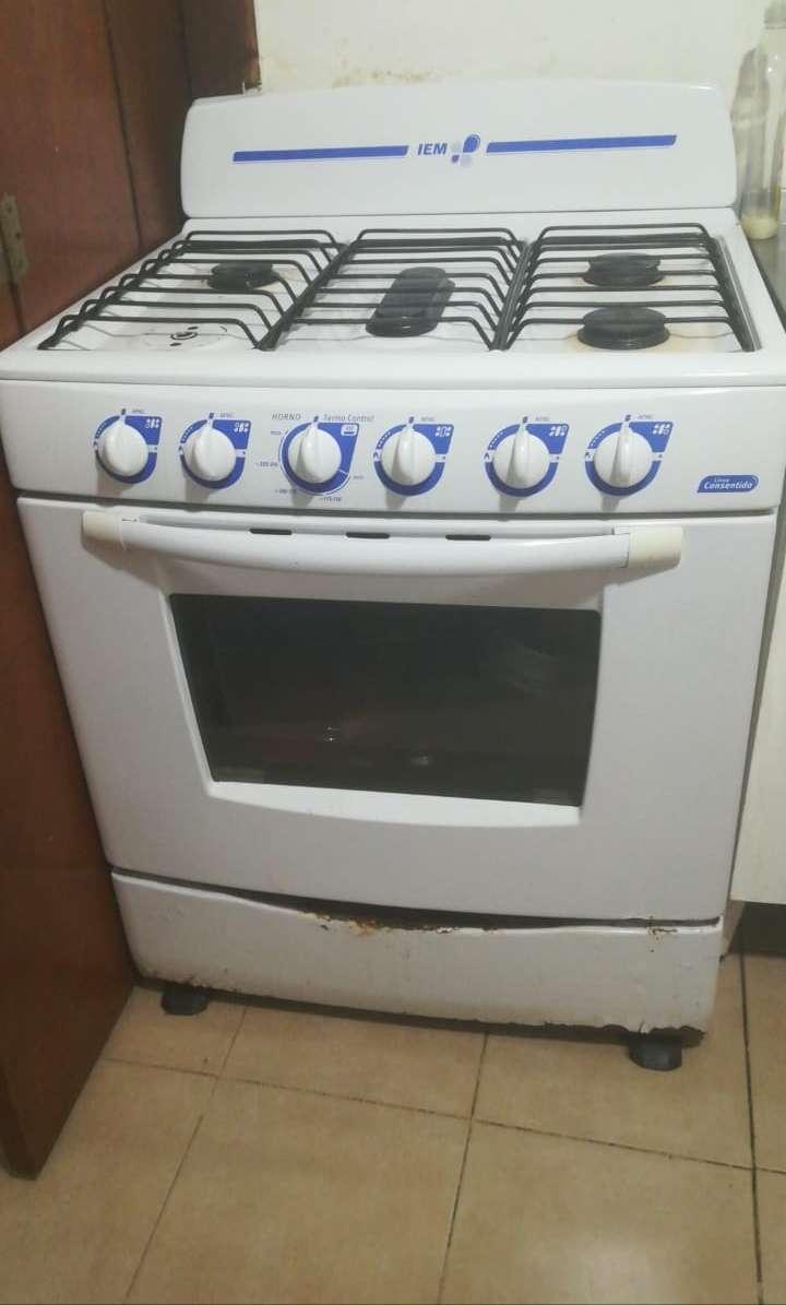 Imagen Estufa marca iem con 6 quemadores y horno