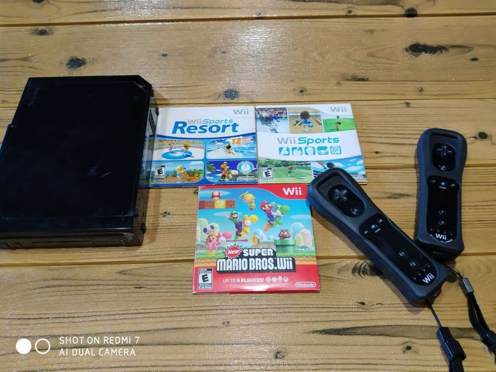 Imagen Nintendo Wii 2 controles y 3 juegos