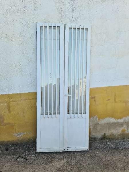 Imagen Puerta doble  de aluminio sin marco