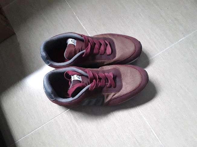 Imagen Zapatillas Mustang color granate