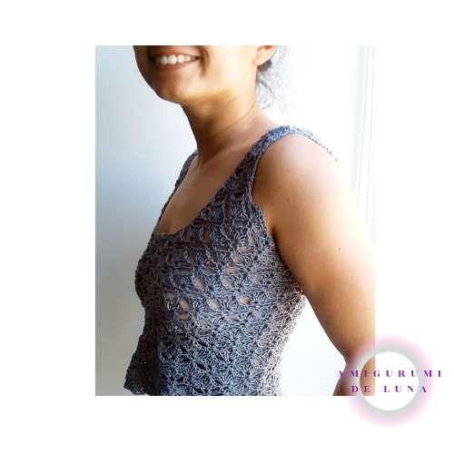 Imagen Camiseta gris tejida a crochet
