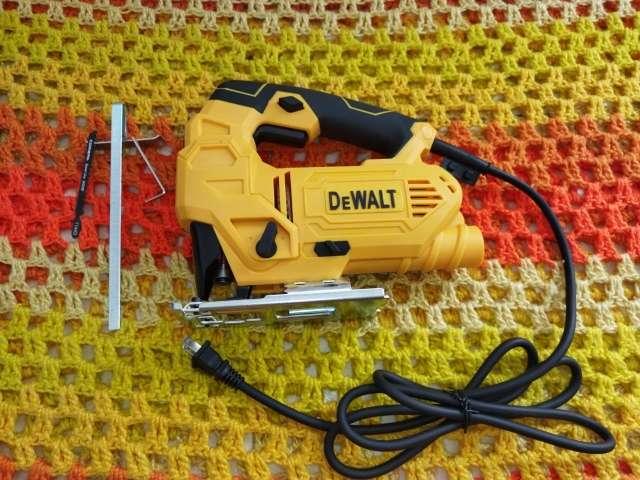 Imagen Caladora con guia laser y velocidad variable - DEWALT