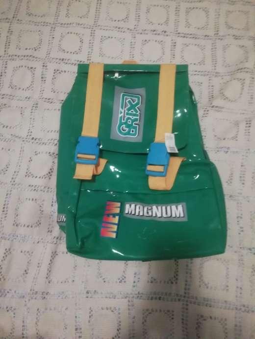 Imagen Variedad de bolsos y mochilas escolares súper económicos