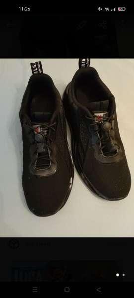 Imagen se vende zapatillas talla 40 totalmente nueva