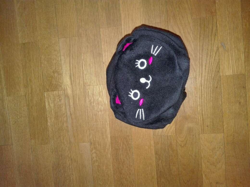 Imagen peluche de gato transformable en amohada de viaje