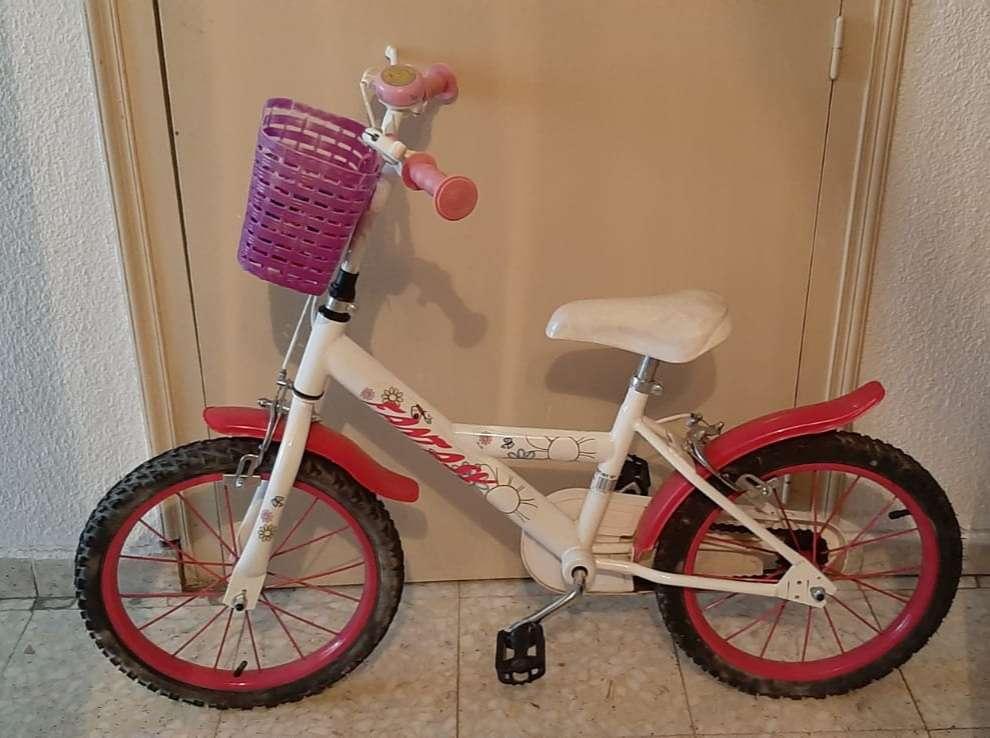 Imagen Bicicleta con asiento para muñeca y cesta