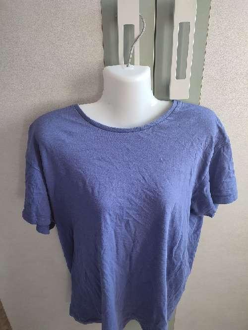 Imagen camiseta morada hombre