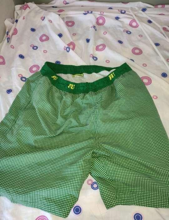 Imagen pantalón corto verde hombre