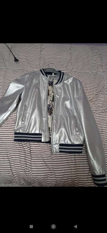 Imagen chaqueta plateada